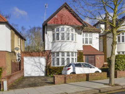 DETACHED ON THE MUSWELL HILL / HIGHGATE BORDER